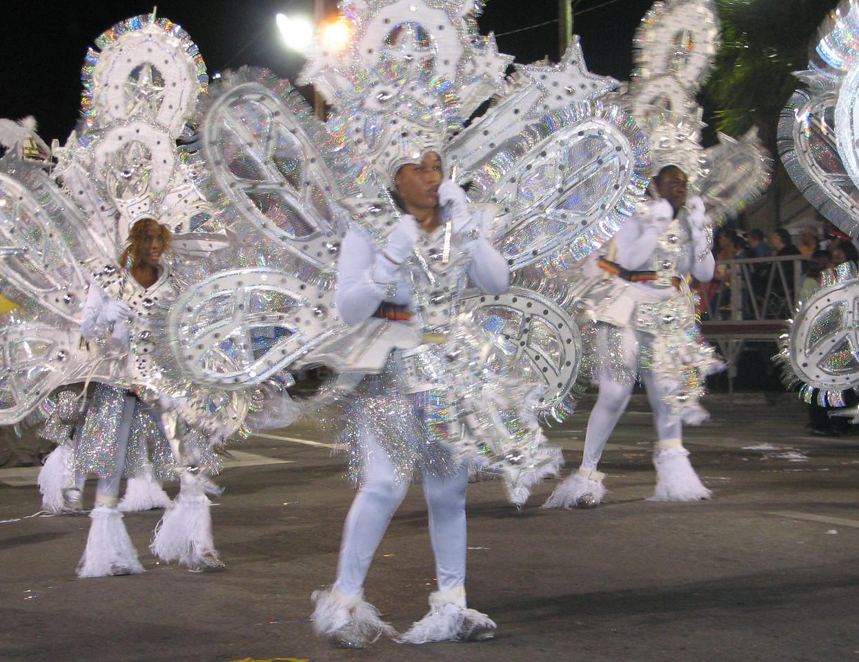 Customs for the parade are made by bahamians throughout the year.<br /> <br /> Los disfraces para el desfile son preparados por los locales durante todo el a~o.
