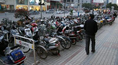 Wuxi sidewalk parking lot, 03-19-07
