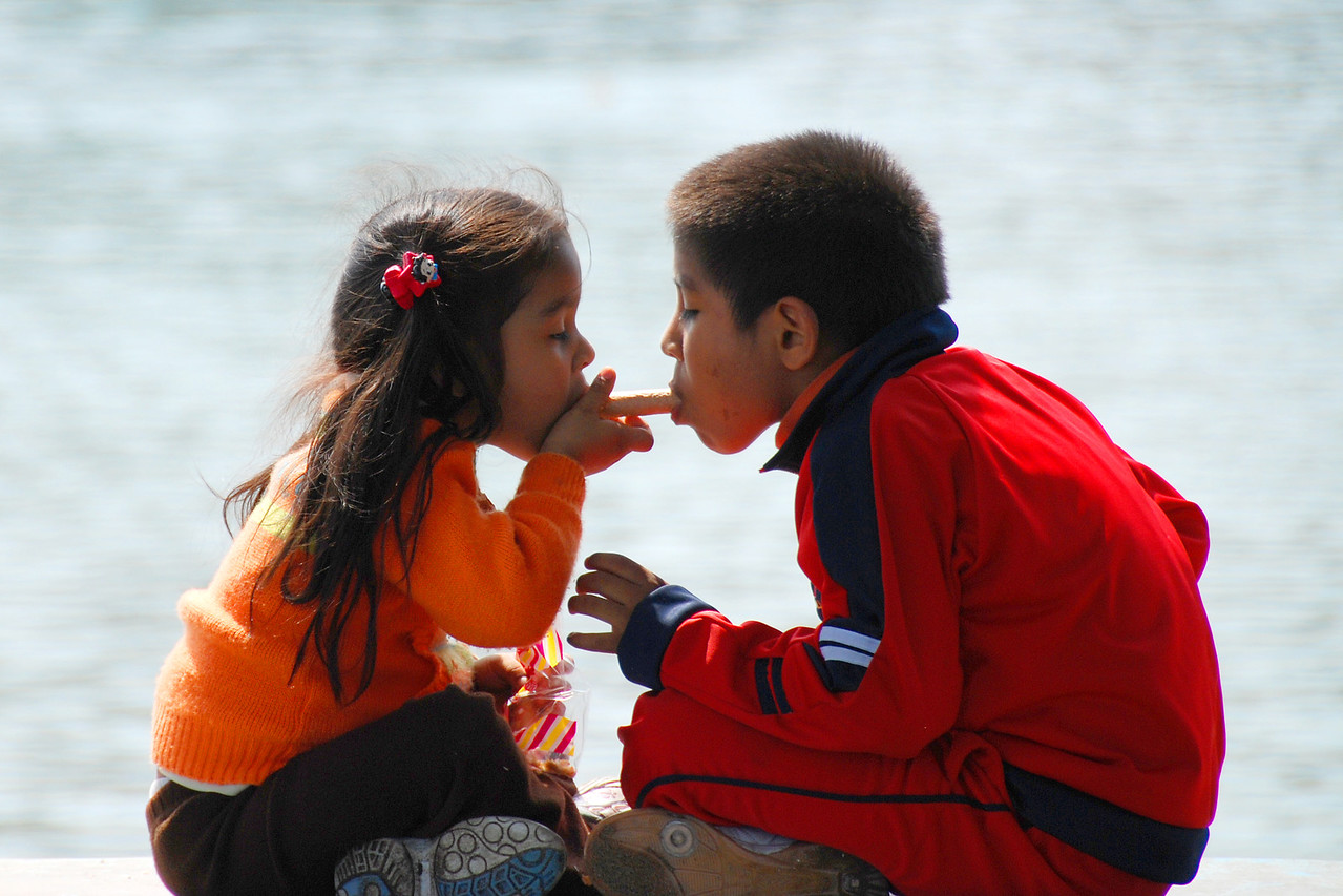 I just happened to catch a brother and sister sharing a goodie while they were sitting on the seawall.  Cute, huh?