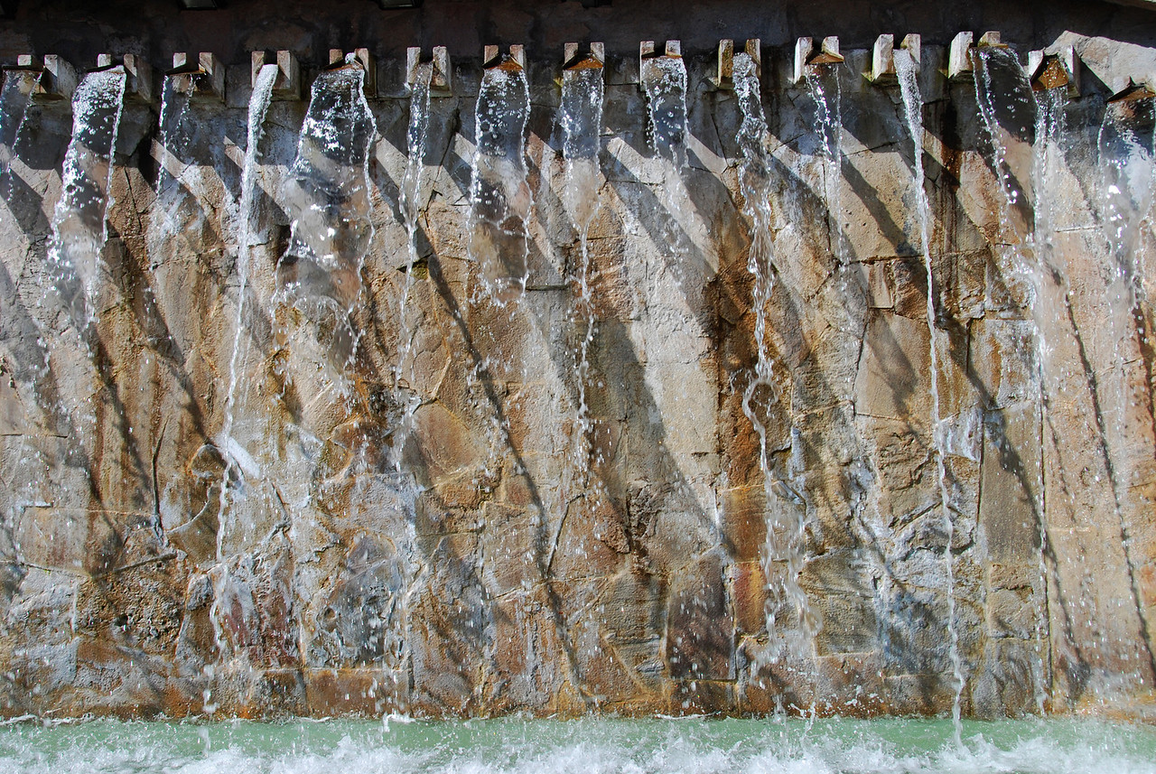 The wall behind a fountain at San Blas plaza.