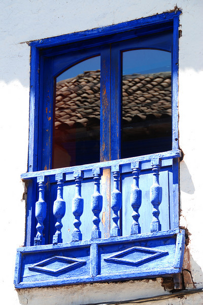 While walking around the Cusco area, I couldn't help but notice some interesting windows and walls, Here are some samples.