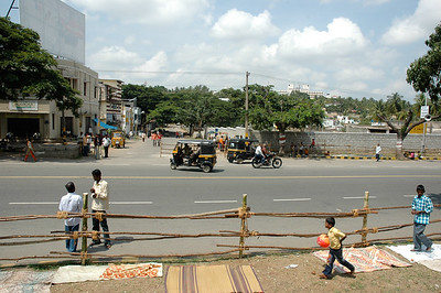 From our seats (for the Dasara parade in Mysore), the intersection in front of us is empty.