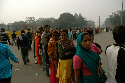 Red Fort: don't come in the afternoon; look at the line to get in! [Delhi]