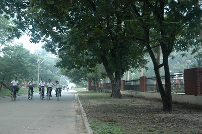 IIT Kanpur - schoolboys head to school.