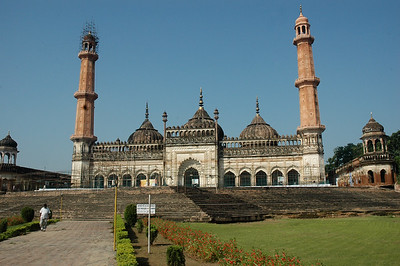 A mosque to the right at Bara Imambara; Lucknow.