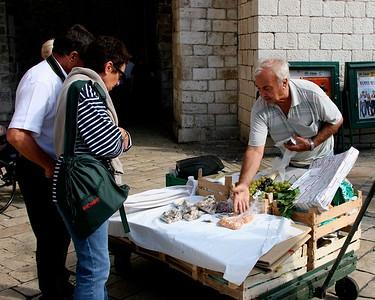 DubrovnikSellingHisWares8x10.5217