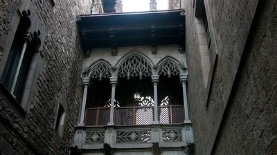 BarcelonaBridgeBetweenBldgs16x9.6138