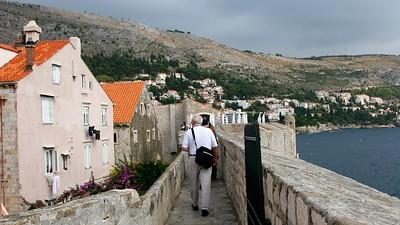 DubrovnikWalkingtheWalls16x9.5176
