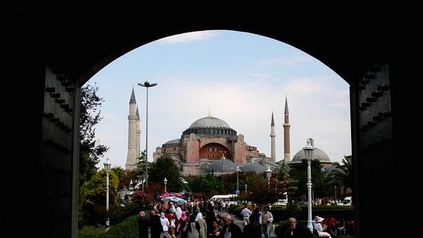 IstanbulHagiaSophiafromBlueMosque16x9.4495 - Version 2