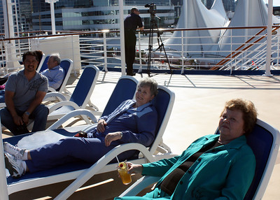 Manny, Bev & Faye getting ready to sail
