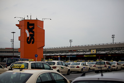 Tegle Airport & Many Cabs