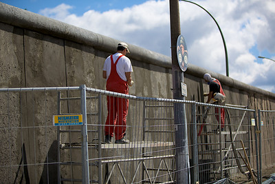 Cleaning up the Berlin Wall