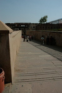 Agra Fort: inside, attackers would have to climb this ramp while defenders roll stones, pour boiling oil, and shoot.