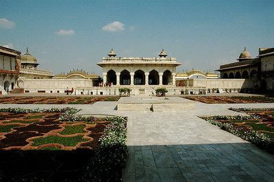 Agra Fort: beautiful gardens.