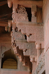 Agra Fort: a mixture of Hindu and Islamic architectural elements.