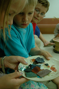 Agra: the kids examine some of the semi-precious stones.