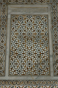 Itmad-Ud-Daulah in Agra: Arabic letters carved into the white marble.