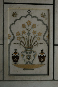 Itmad-Ud-Daulah in Agra: inside, delicate painting.