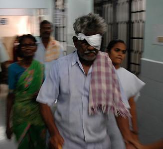 Aravind Eye Hospital: I saw the paying hospital; nearby hospital provides free service.