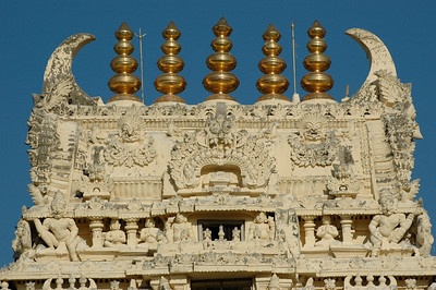 Chennakesava temple: a closer look at the top of the entry gate.