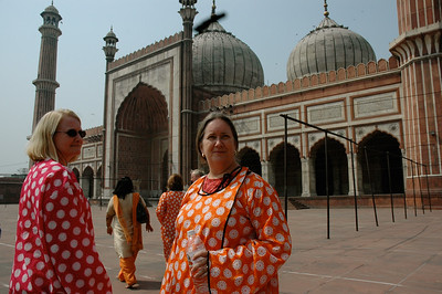 Delhi: Jama Masjid, where Amy and Pam need to don silly coverall outfits.