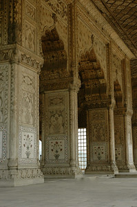 Delhi: exquisite marble and inlay work, at Diwan I Khas, Red Fort.