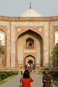 Delhi: looking through the gate to Humayan's tomb behind.