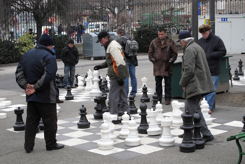 Chess game with audience