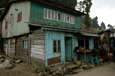 Himalaya Trek: After a 2-hour drive from Darjeeling, we rest here.