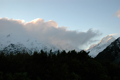 Sunset view of Aoraki (right) and the continental divide. New Zealand south island.