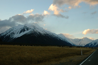 The road into the valley leads to stunning views at every turn. New Zealand south island.