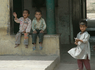 Rajasthan: children like to wave.