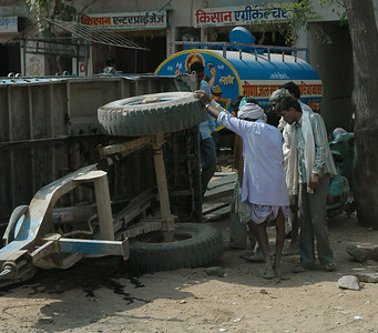 Rajasthan: villagers consult about how to fix their cart.