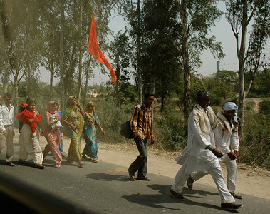 On our way to Agra: many carried a red banner signifying this pilgrimage.