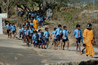 Shravanabelagola: many school groups were there.