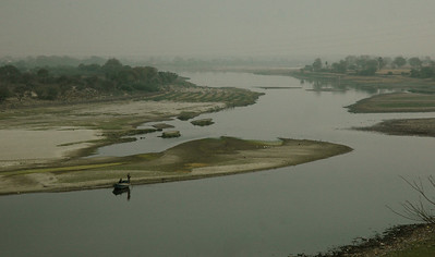 The Taj Mahal: behind the Taj, the river Yamuna (here shown in dry season).