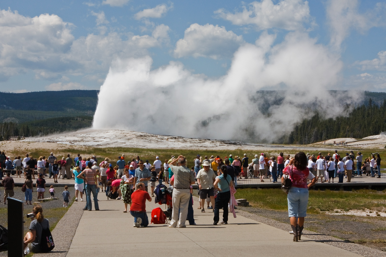 Half the people in the park seemed to be at this one location, to see Old Faithful erupt every 90 minutes
