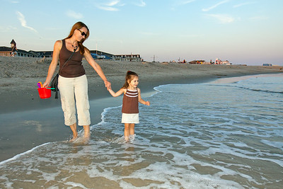 Teri has wanted to bring her to Cape May for a while, so we took an opportunity to do so. This is her first time seeing the ocean, and she loved it. All that water, the sand, and find shells, what could be better?