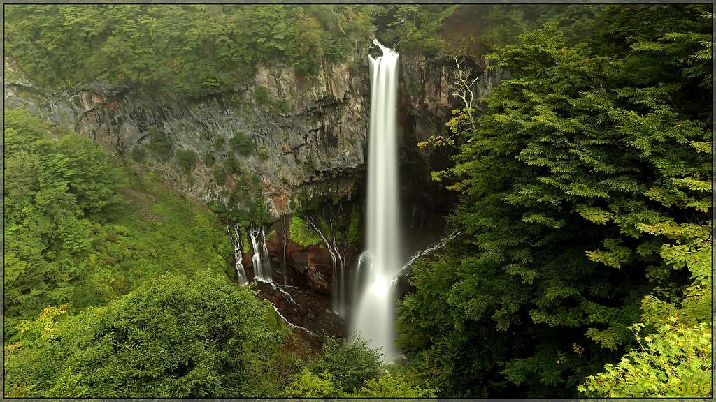 IMAGE: http://photos.corbi.eu/Travel/2010-09-Japon-Naoko/IMG6418/1017171207_u53Qa-XL.jpg