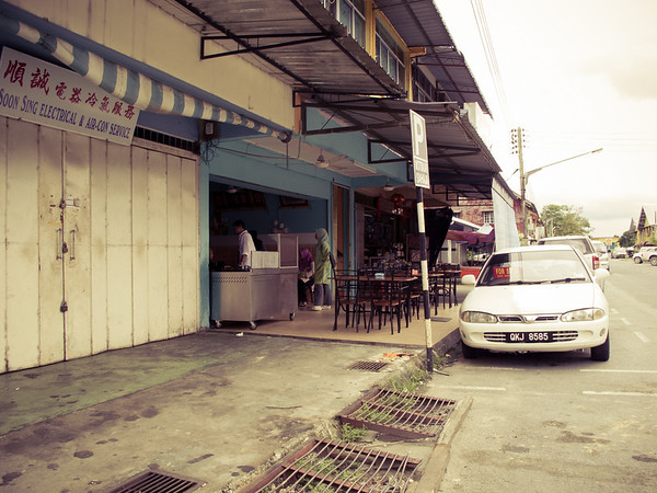 One of my favourite shop in Betong, Sarawak. It's run by a Pakistani family.