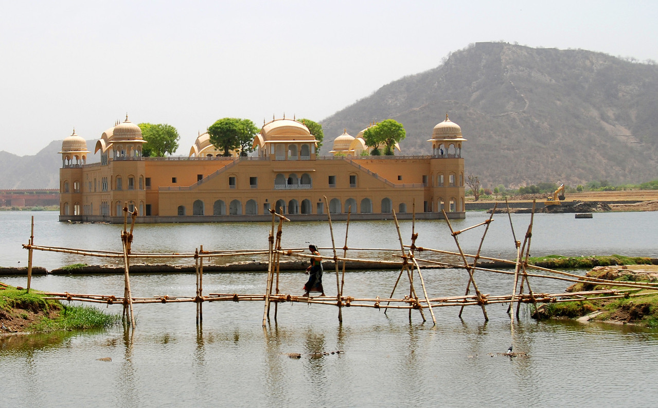 A water palace (Jal Mahal) that seems to float on a lake outside of Jaipur.