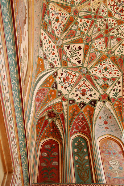A closer look at the ceiling of the Amber Fort palace.