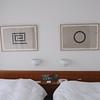 405房內另外兩張David Tremlett的畫作