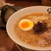 京都伊勢丹百貨拉麵小路的寶屋拉麵,傳統的豚骨白湯風味
