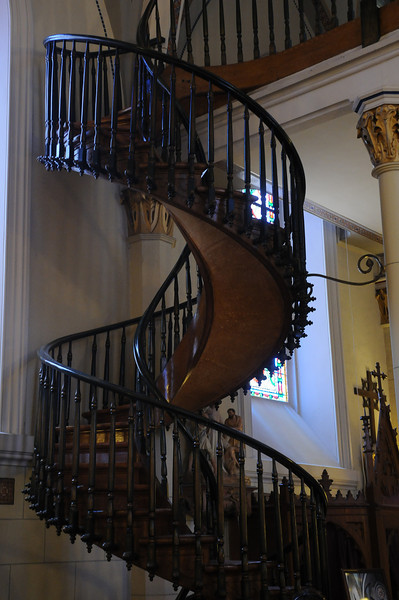 """The """"miraculous staircase"""" that was built with no nails or glue or supports"""