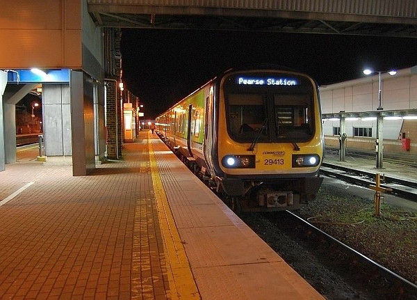 29013 awaits time at Drogheda on the 1745 Drogheda / Pearse 071110