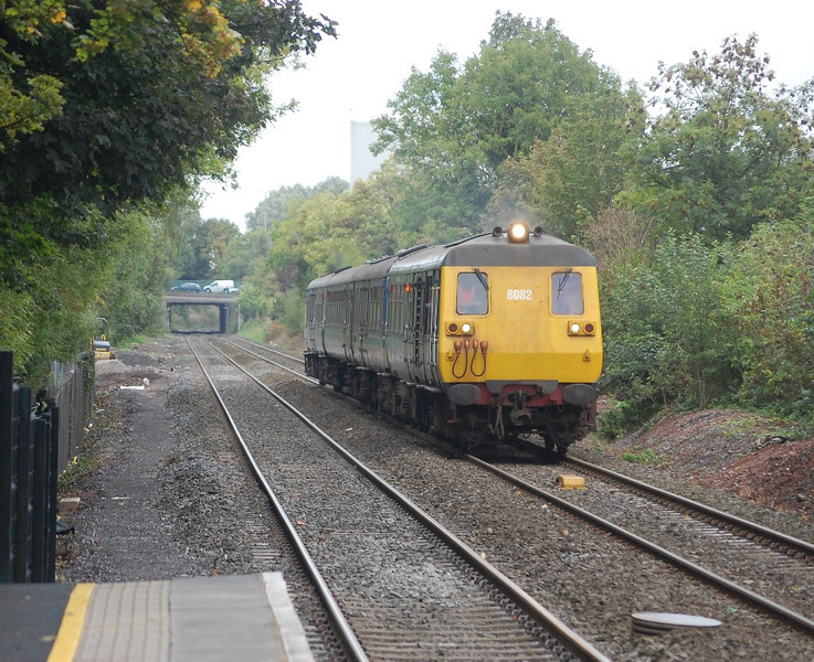 8082 - 8097 - 8754 - 8089 approach Dunmurry with the 1257 York Road / Portadown sandite train 021010