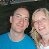 """De """"nygifte"""" nyter solnedgangen ved Universal Citywalk etter en bedre middag på NBA-restauranten."""
