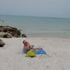 John nyter strandlivet på Edgewater Beach, Naples, FL