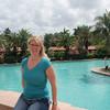 """Silje poserer så fint ved bassenget i Biltmore Hotel. Dette er et gammelt og ærverdig luksushotell der selveste """"Tarzan"""" (Johnny Weissmuller) har svømt i bassenget."""